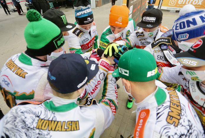 W Lesznie zwycięstwo rozstrzygnęło się w ostatnim wyścigu i Eltrox Włókniarz... 9