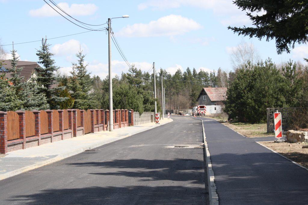 W Żarkach budują ścieżkę rowerową 2