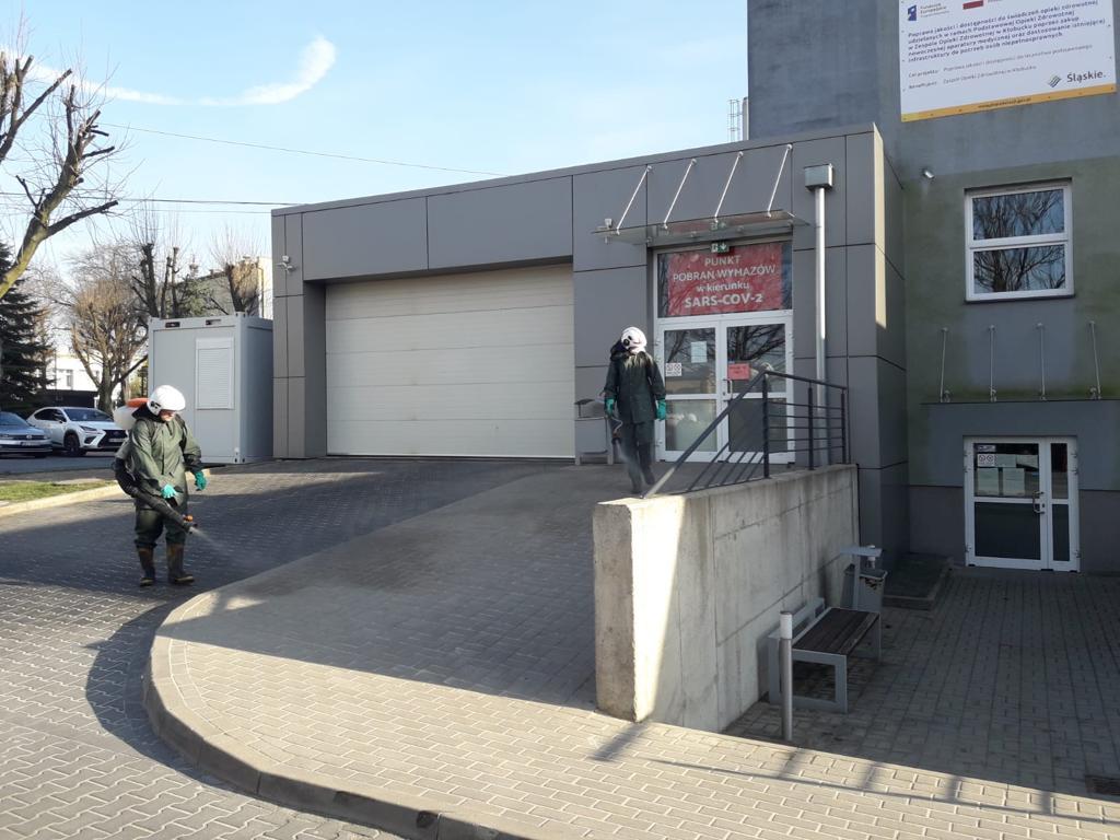 W Kłobuck walczą z epidemią dezynfekując przestrzeń publiczną. Pomagają strażacy-ochotnicy 8