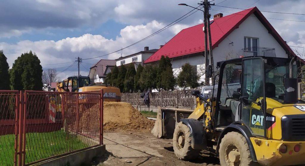 W Kościelcu i Rudnikach rozbudowują sieć kanalizacji sanitarnej 2