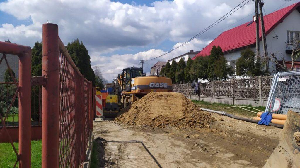W Kościelcu i Rudnikach rozbudowują sieć kanalizacji sanitarnej 3