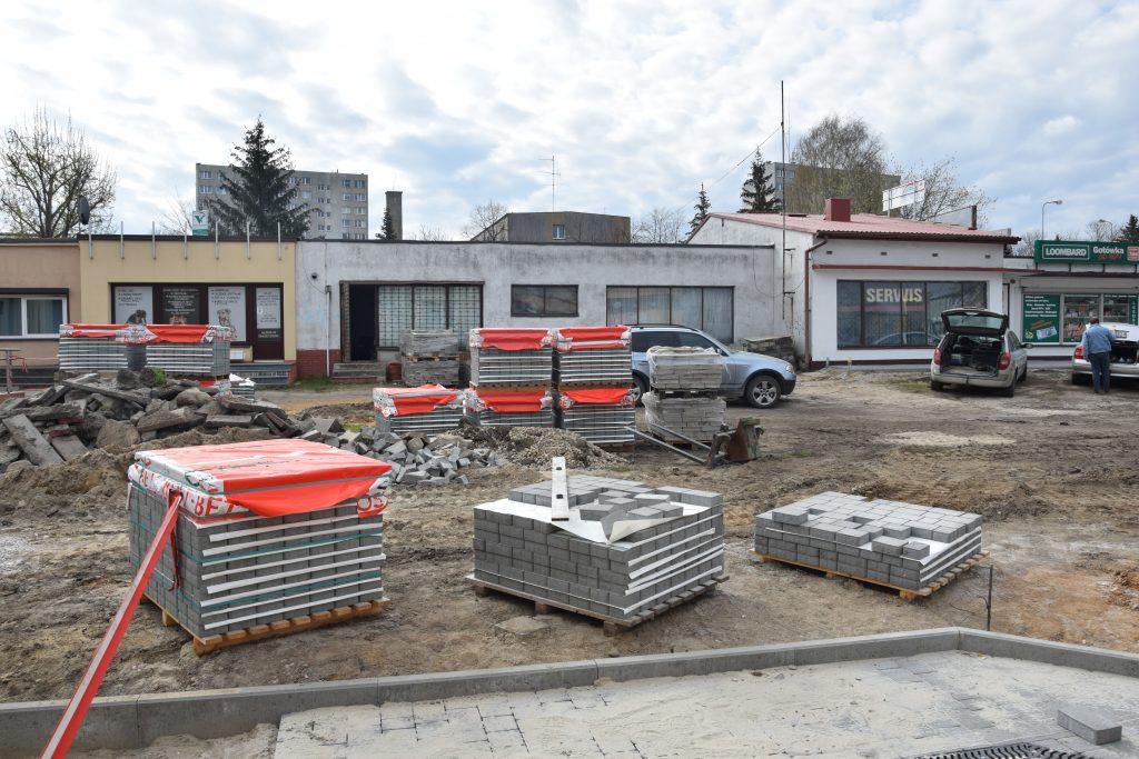 Postępy budowy skweru przy Piastowskiej w Radomsku. Kolej na II i III etap robót 4