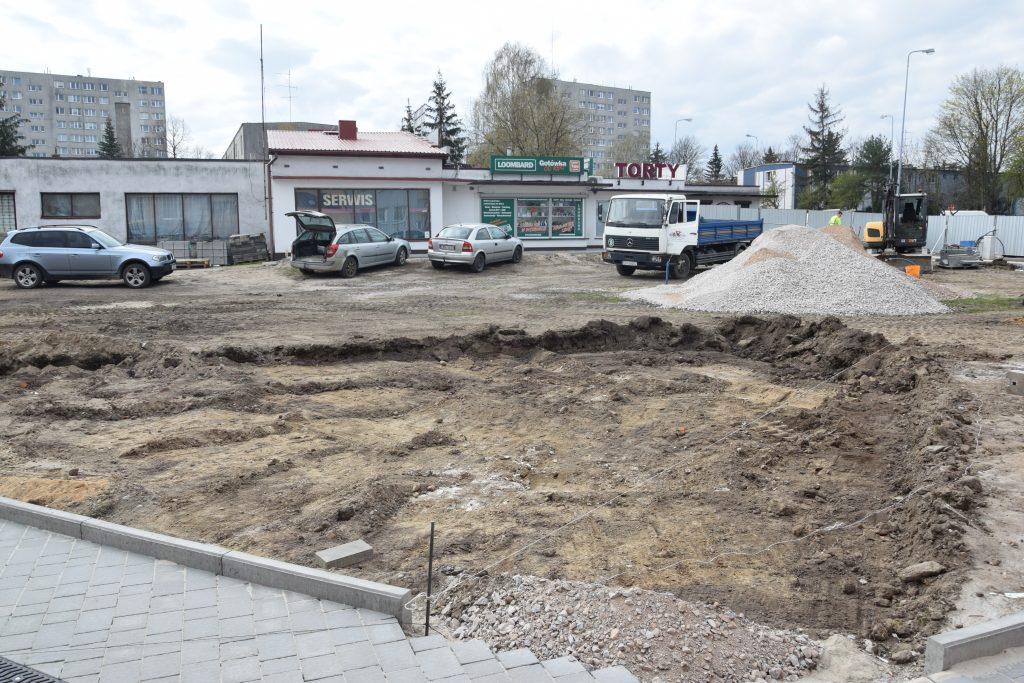 Postępy budowy skweru przy Piastowskiej w Radomsku. Kolej na II i III etap robót 3