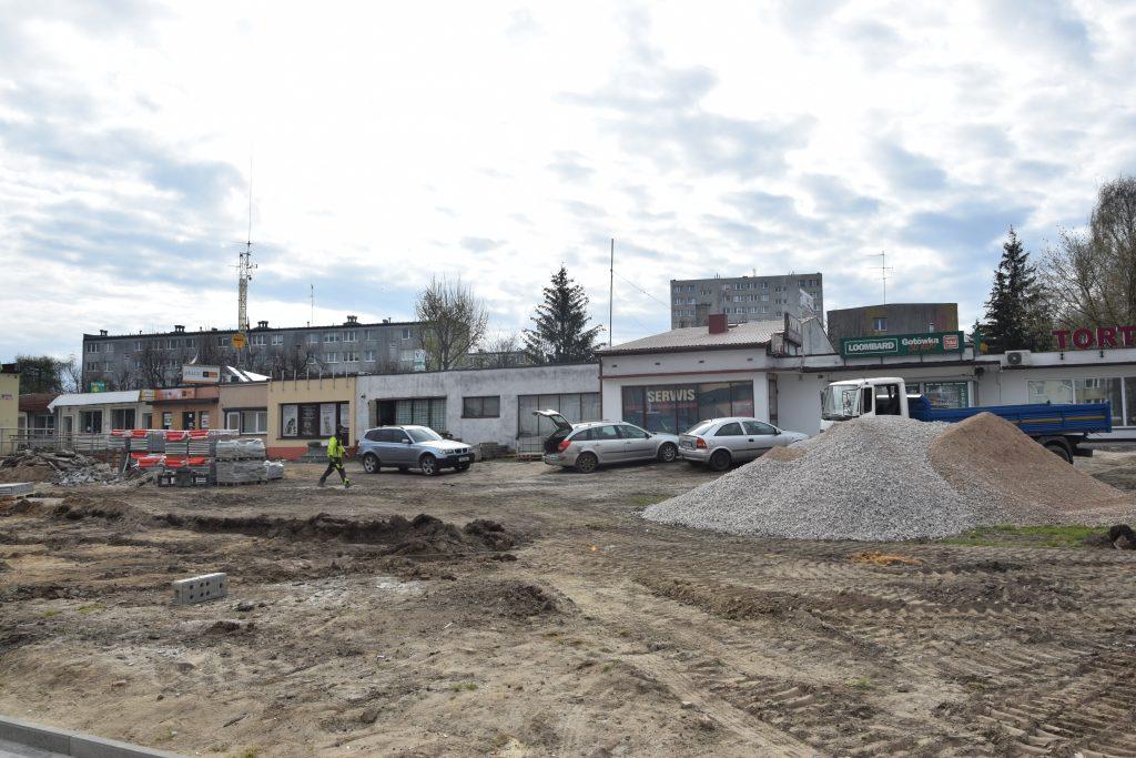 Postępy budowy skweru przy Piastowskiej w Radomsku. Kolej na II i III etap robót 1