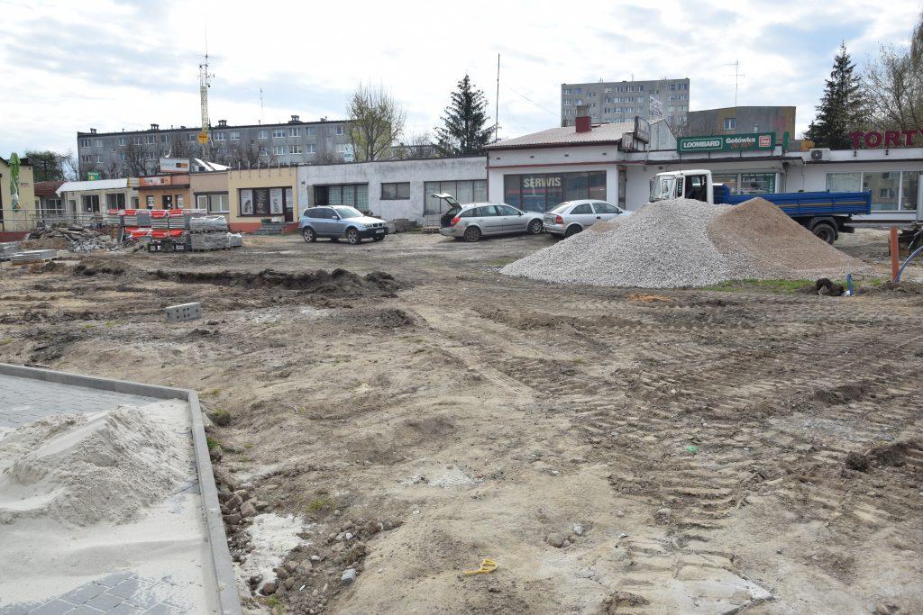 Postępy budowy skweru przy Piastowskiej w Radomsku. Kolej na II i III etap robót 2