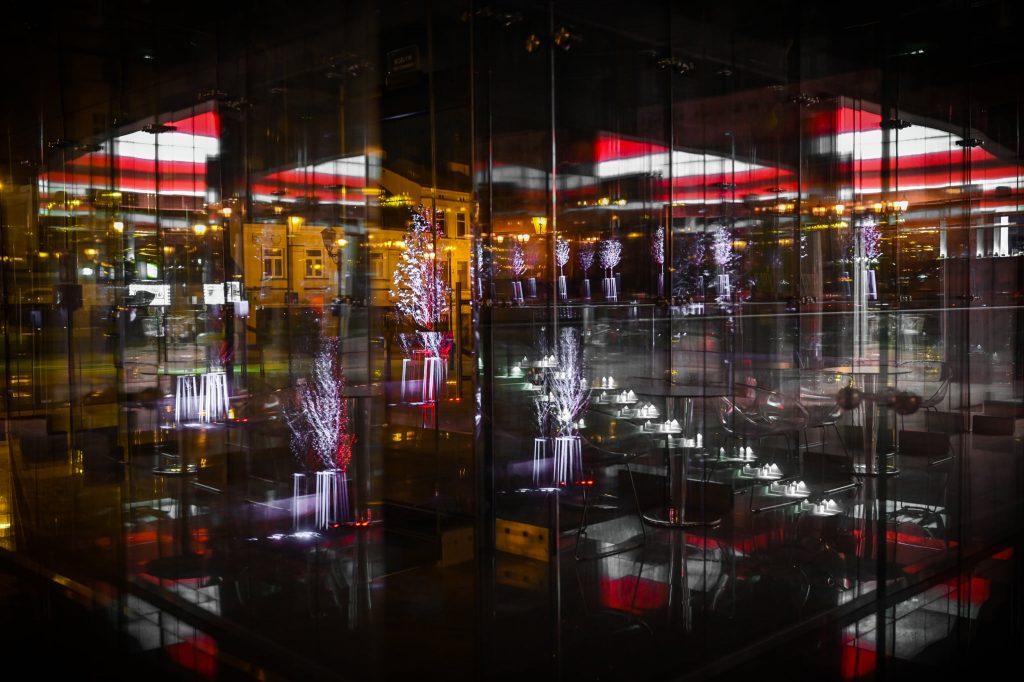 Częstochowski Stary Rynek na czas majówki w biało-czerwonych barwach 1