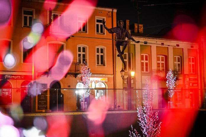 Częstochowski Stary Rynek na czas majówki w biało-czerwonych barwach 9