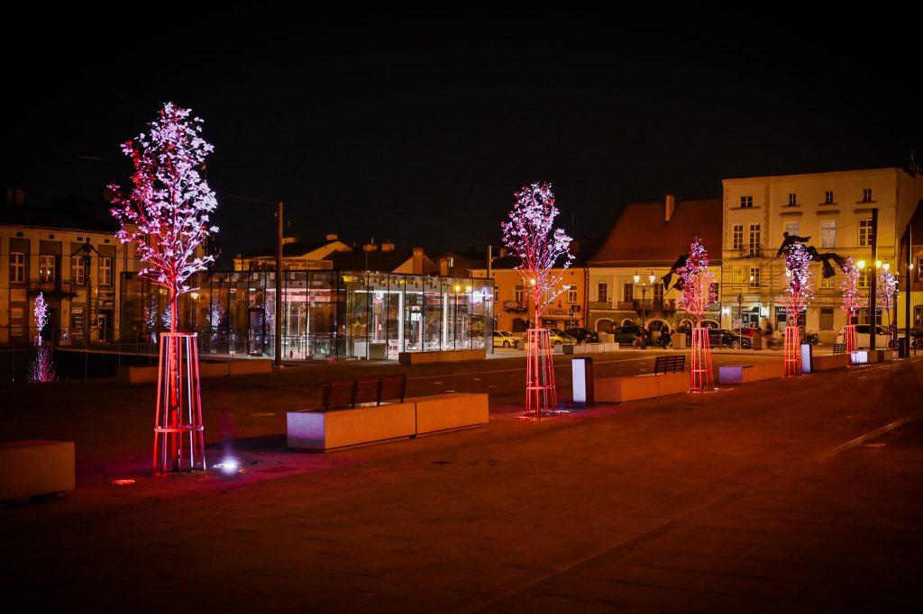 Częstochowski Stary Rynek na czas majówki w biało-czerwonych barwach 7