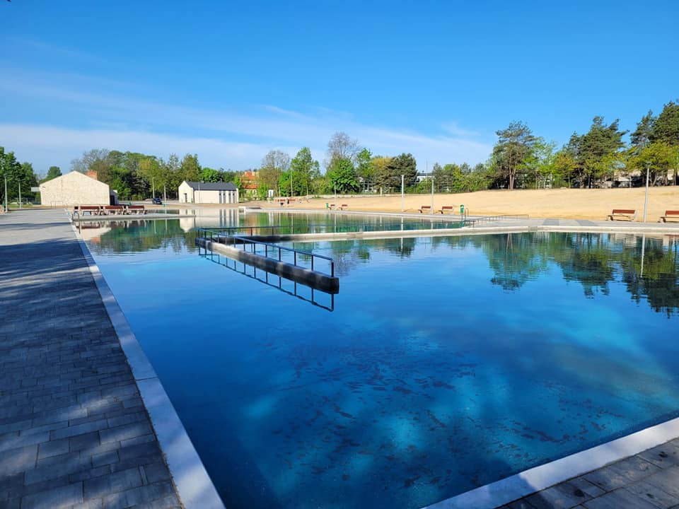 W Żarkach napełnili wodą basen i czekają na ciepłe dni 1