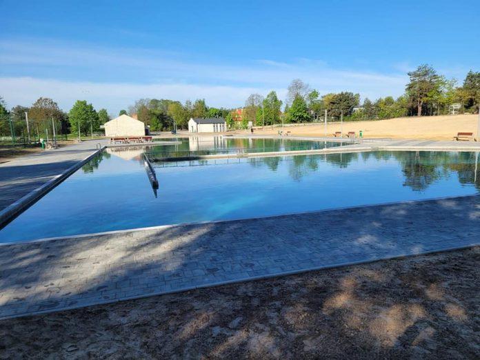 W Żarkach napełnili wodą basen i czekają na ciepłe dni 3