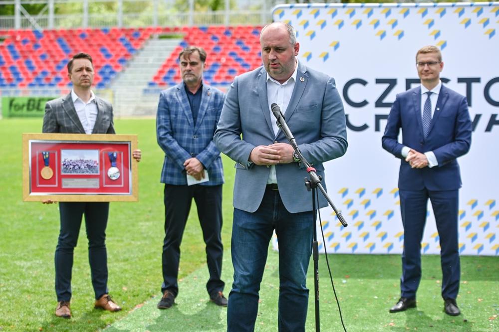 Miasto gratuluje Rakowowi sukcesów i w porozumieniu z klubem występuje do ministerstwa sportu o dofinansowanie drugiego etapu modernizacji Centrum Piłki Nożnej na stadionie klubu piłkarskiego 1