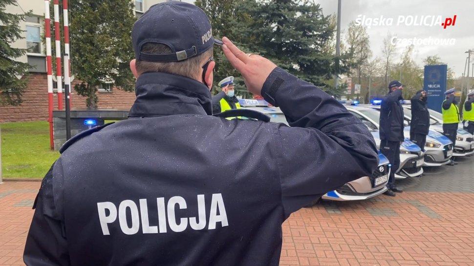 Policjanci, strażnicy miejscy i strażacy pożegnali w Częstochowie zastrzelonego w Raciborzu policjanta 1