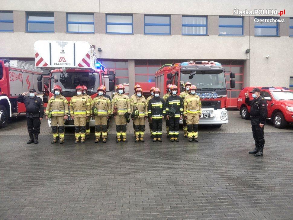 Policjanci, strażnicy miejscy i strażacy pożegnali w Częstochowie zastrzelonego w Raciborzu policjanta 3