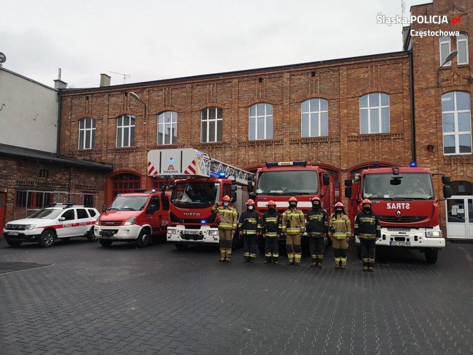 Policjanci, strażnicy miejscy i strażacy pożegnali w Częstochowie zastrzelonego w Raciborzu policjanta 4