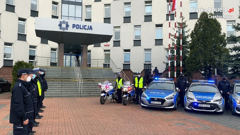 Policjanci, strażnicy miejscy i strażacy pożegnali w Częstochowie zastrzelonego w Raciborzu policjanta 6