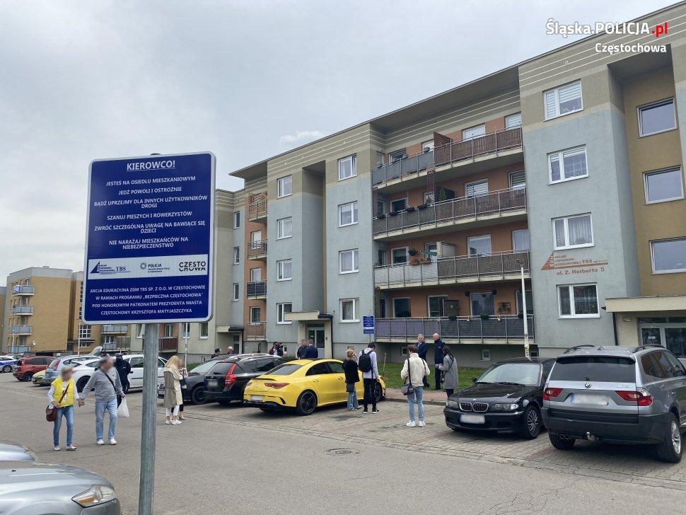 """Policja i ZGM ruszają z akcją """"Bezpieczne Osiedle Mieszkaniowe"""". Ma ona przypomnieć kierowcom, jak mają się zachowywać na osiedlach, aby nie stwarzać zagrożenia 3"""