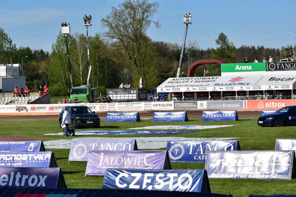 Kibice Włókniarza znowu na wysięgnikach. Dobrze, że od 15 maja fani piłki nożnej, żużla i innych dyscyplin wejdą na stadiony... 4