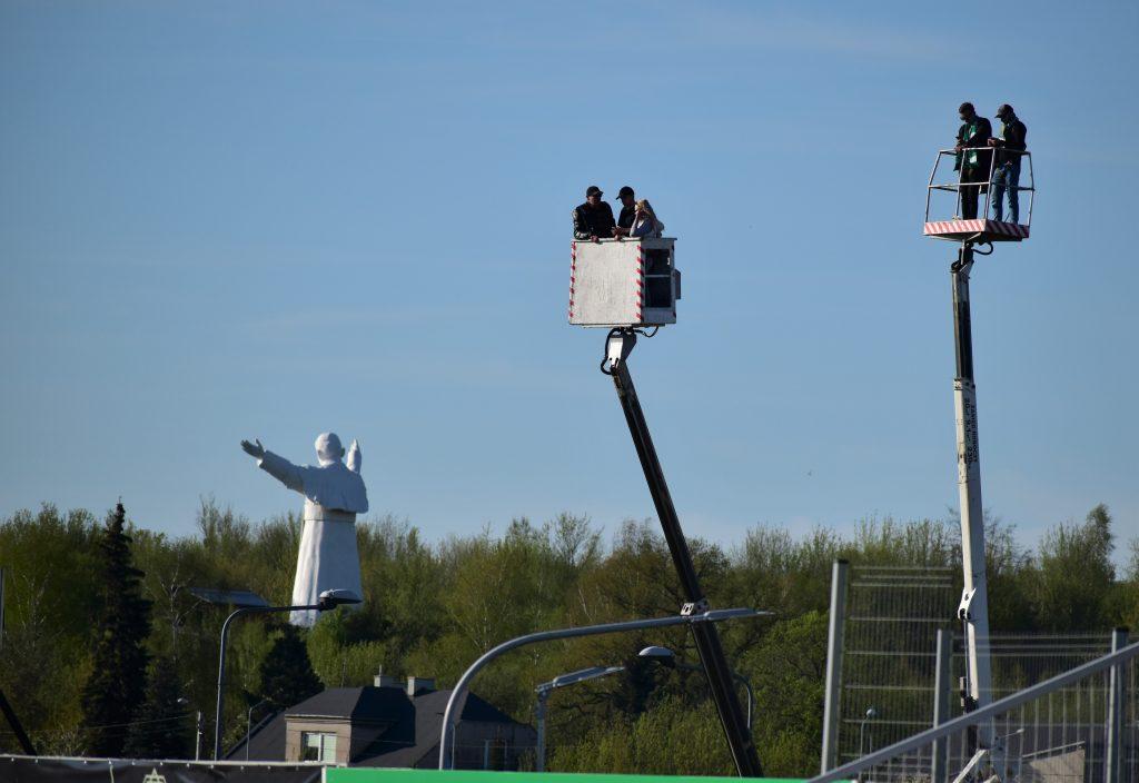 Kibice Włókniarza znowu na wysięgnikach. Dobrze, że od 15 maja fani piłki nożnej, żużla i innych dyscyplin wejdą na stadiony... 1