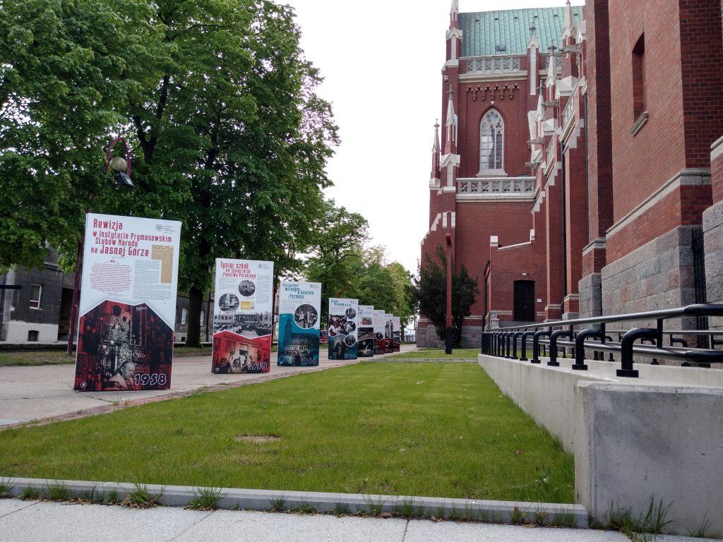 Wystaw przed częstochowską katedrą 6
