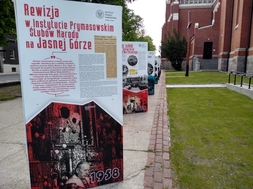 Wystaw przed częstochowską katedrą 5