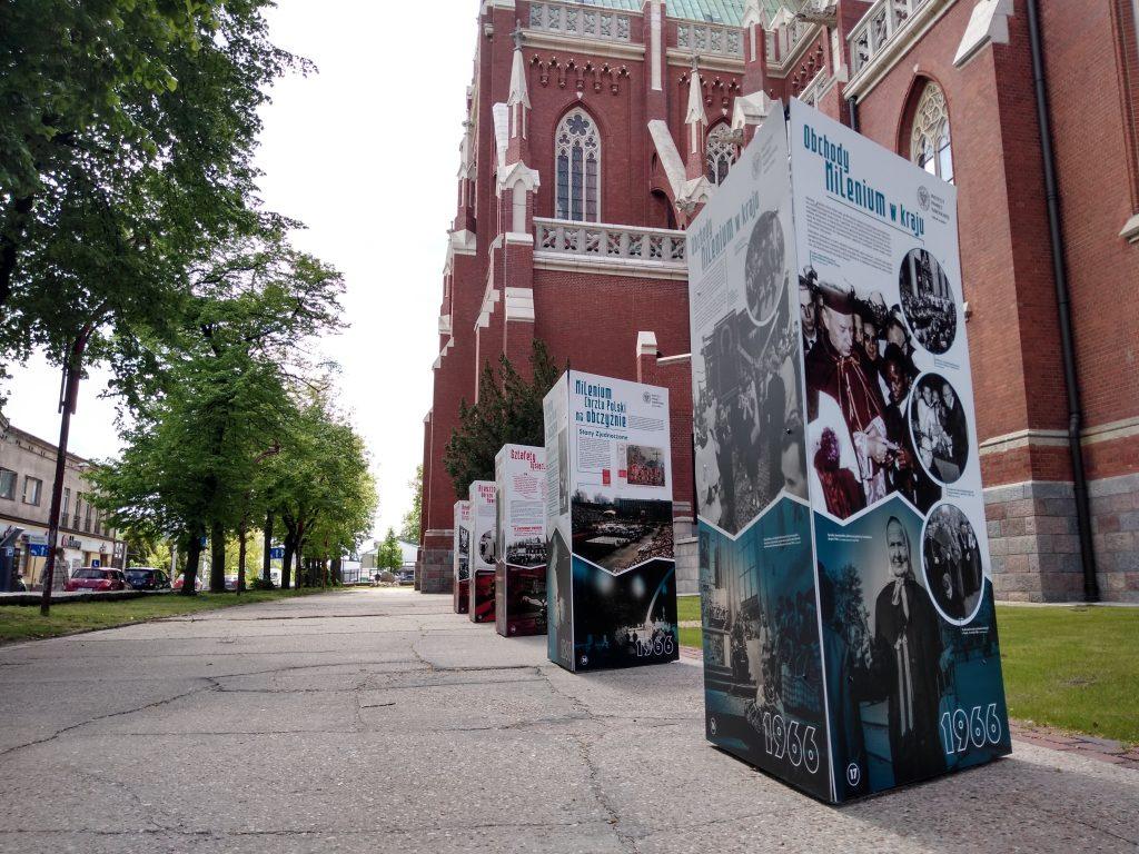 Wystaw przed częstochowską katedrą 4
