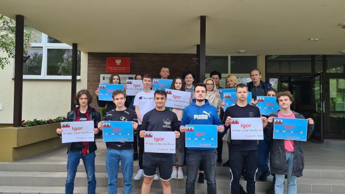 Absolwenci Gimnazjum nr 3 w Częstochowie walczą o środki na operację Igora Flaka 8