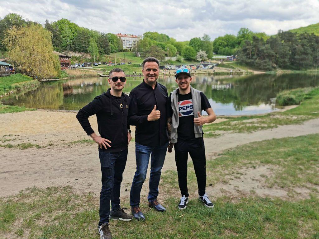 Żużlowcy Eltrox Włókniarza przed niedzielnym meczem w Toruniu pojechali na Jurę na ... lody i... 2