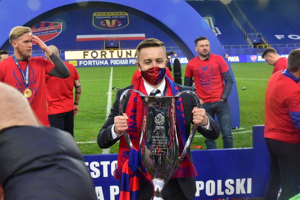 Po zdobyciu Pucharu Polski Raków wraca do rozgrywek w PKO BP Ekstraklasie i walczy o wicemistrza Polski! 4