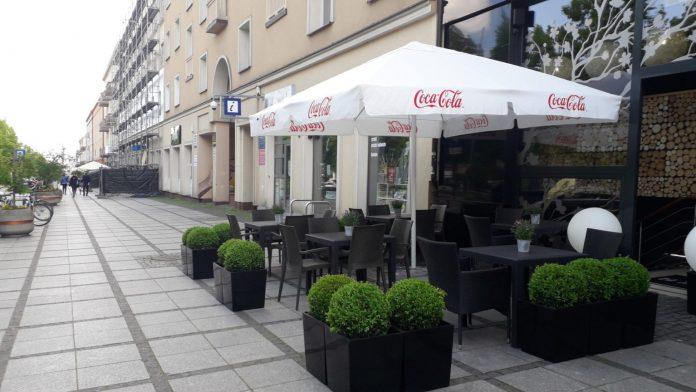 Za tydzień wracają kawiarniane ogródki. W częstochowskich Alejach kolejny rok pojawią się one w sąsiedztwie parkingów 3
