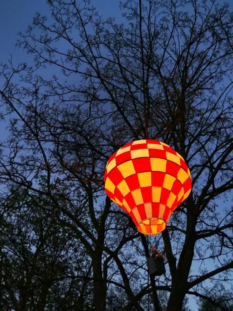 Miniaturowe balony przed olsztyńskim zamkiem 14