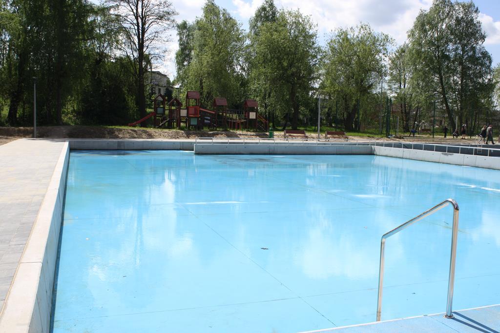 W Żarkach szykują basen na lato 6