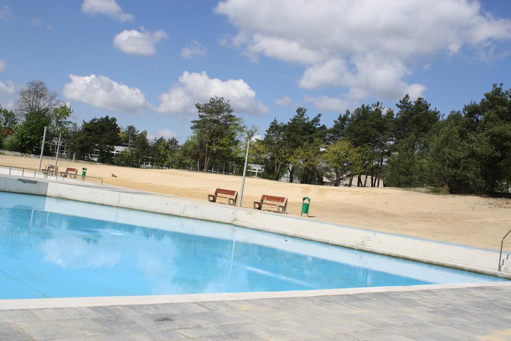 W Żarkach szykują basen na lato 7