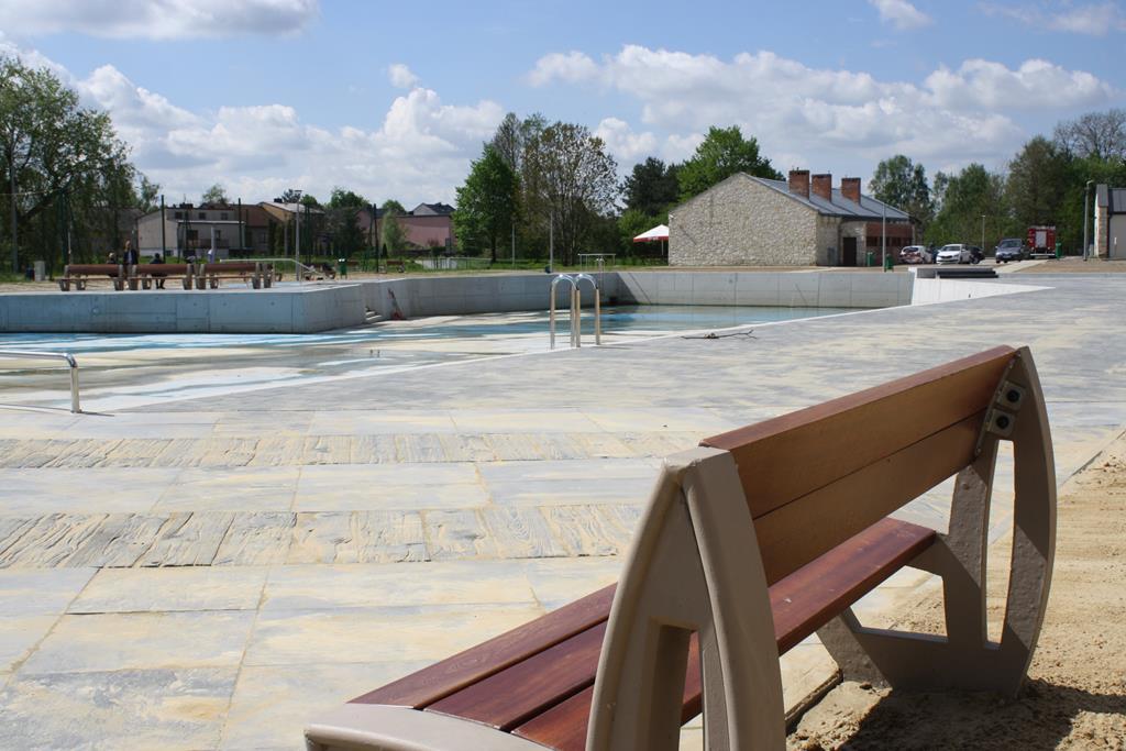 W Żarkach szykują basen na lato 8