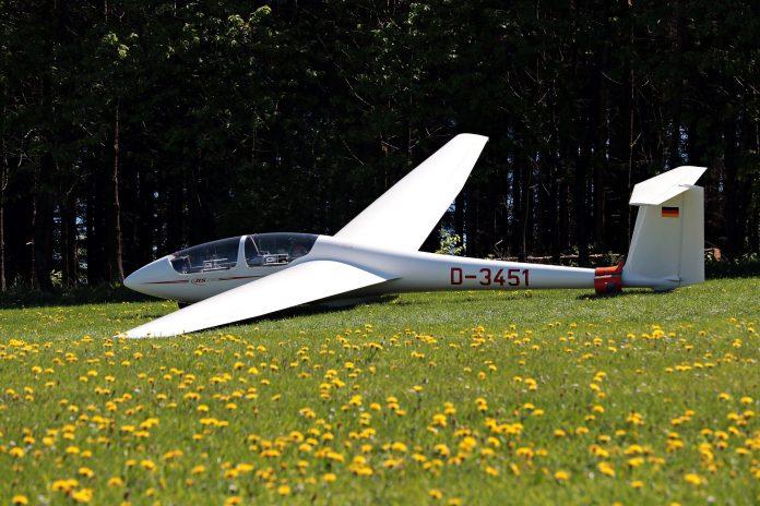 Wypadek ma lotnisku w Rudnikach. Szybowiec uderzył w ziemię w trakcie startu 2