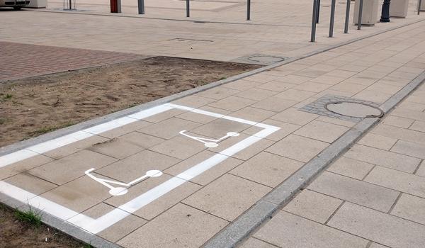 W Częstochowie wytyczono parkingi dla elektrycznych hulajnóg 3