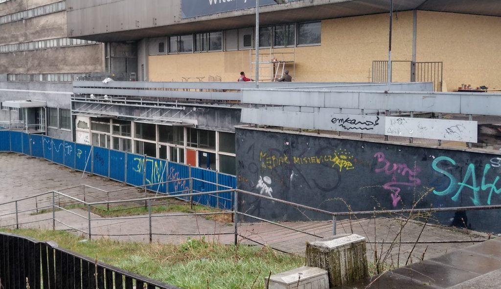 Miasto interweniuje w sprawie płotu wokół Merkurego w Powiatowym Inspektoracie Nadzoru Budowlanego 6