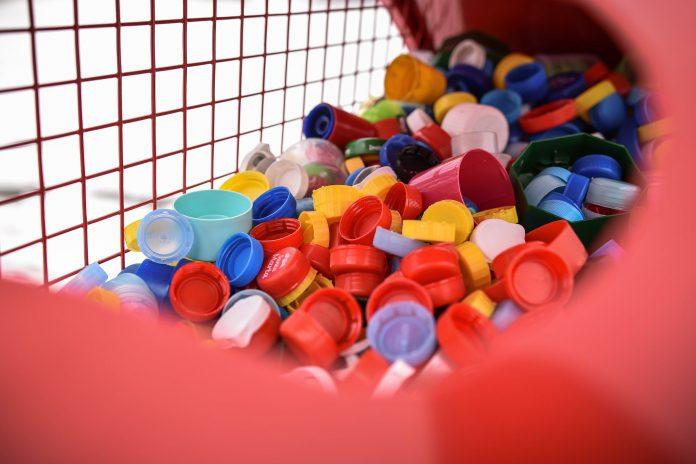 Tona plastikowych nakrętek trafiła do serca stojącego na częstochowskim Placu Biegańskiego 4
