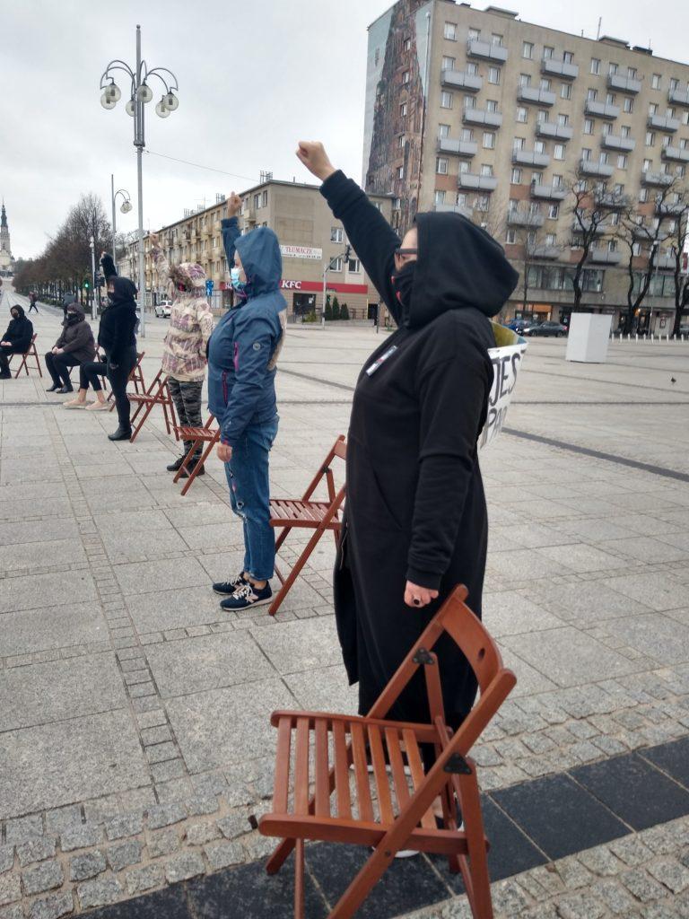 Strajk Kobiet w Częstochowie nie odpuszcza. Kolejna akcja na Placu Biegańskiego 14