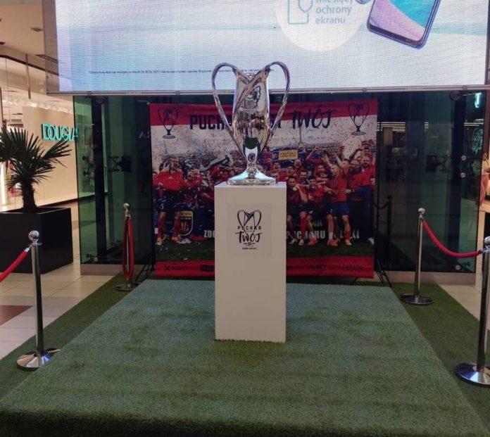 Przyjdź do Galerii Jurajskiej zobaczyć Puchar Polski zdobyty przez piłkarzy Rakowa 3
