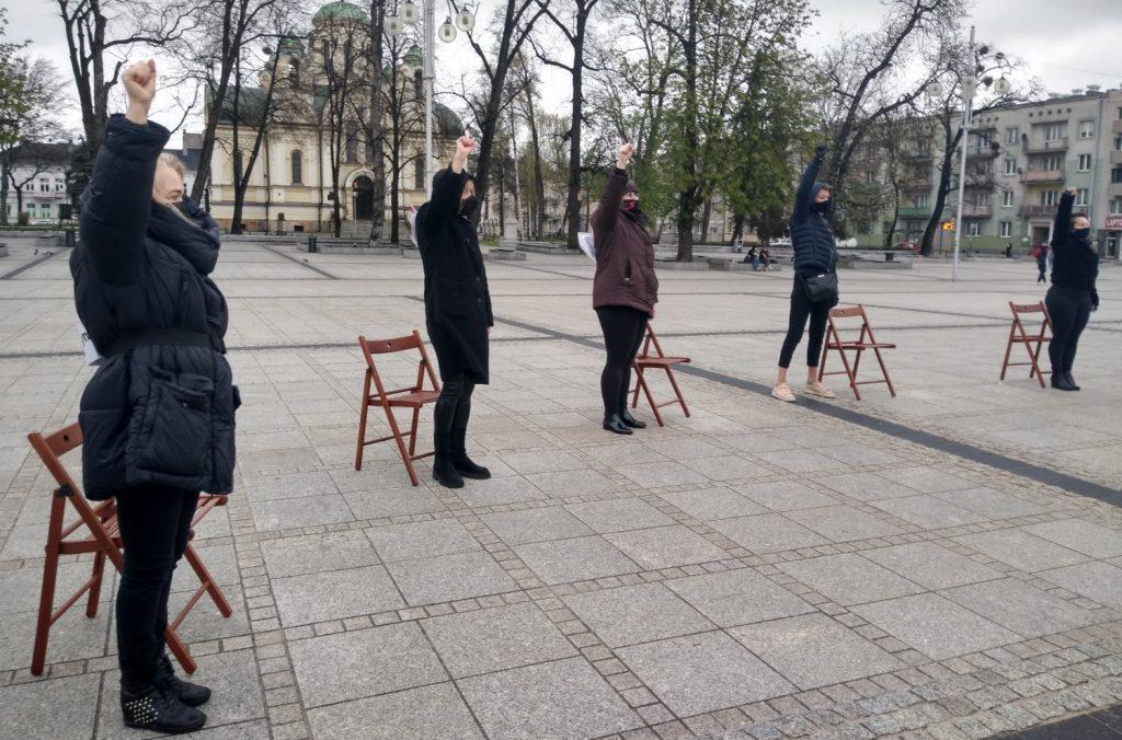 Strajk Kobiet w Częstochowie nie odpuszcza. Kolejna akcja na Placu Biegańskiego 19