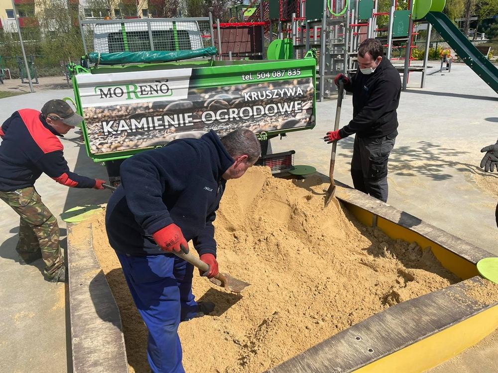 W miejskich piaskownicach na dzieci czeka już czysty piasek 6