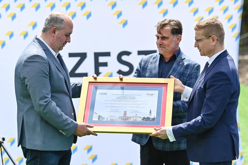 Miasto gratuluje Rakowowi sukcesów i w porozumieniu z klubem występuje do ministerstwa sportu o dofinansowanie drugiego etapu modernizacji Centrum Piłki Nożnej na stadionie klubu piłkarskiego 2