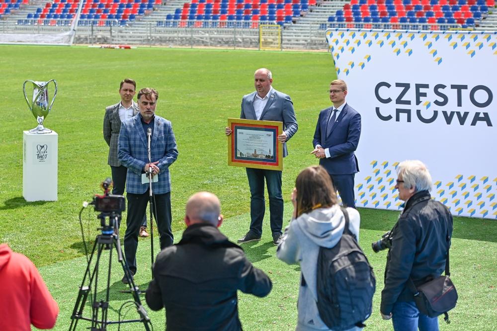 Miasto gratuluje Rakowowi sukcesów i w porozumieniu z klubem występuje do ministerstwa sportu o dofinansowanie drugiego etapu modernizacji Centrum Piłki Nożnej na stadionie klubu piłkarskiego 3