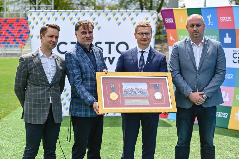 Miasto gratuluje Rakowowi sukcesów i w porozumieniu z klubem występuje do ministerstwa sportu o dofinansowanie drugiego etapu modernizacji Centrum Piłki Nożnej na stadionie klubu piłkarskiego 4