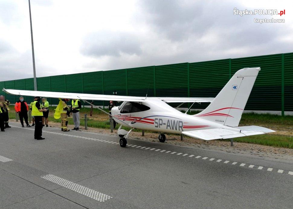 Samolot wylądował na autostradzie A1 na wysokości Wierzchowiska 3