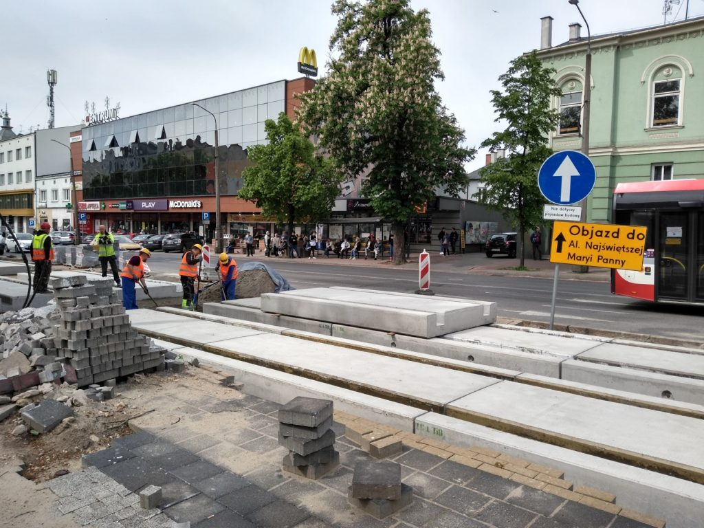Zobacz, jak postępują prace przy budowie torowiska w Śródmieściu Częstochowy 13