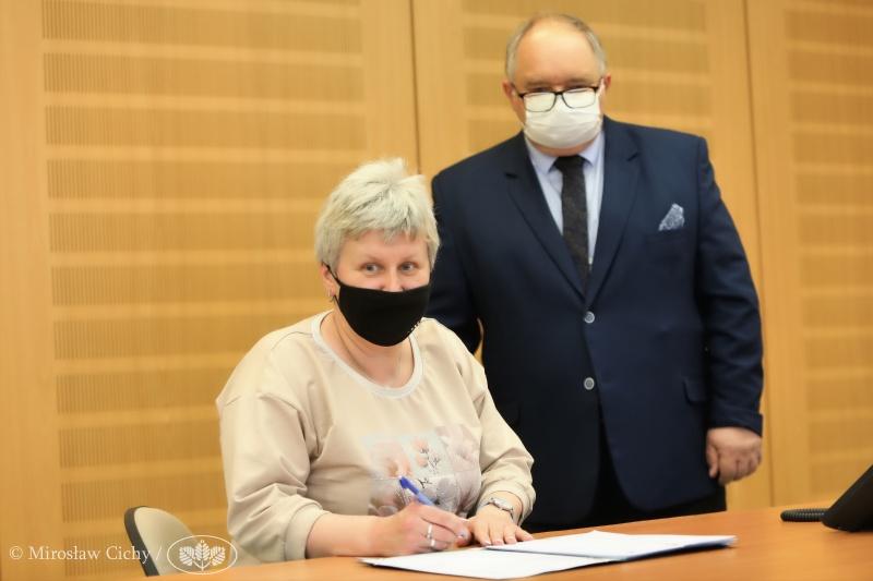 Blachownia podpisała umowę na dofinansowanie termomodernizacji bloków w Łojkach 2
