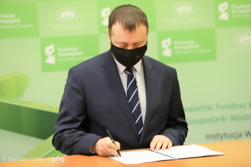 Blachownia podpisała umowę na dofinansowanie termomodernizacji bloków w Łojkach 4