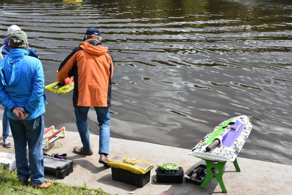 """Zawody modeli pływających na zalewie """"Pająk"""" 4"""