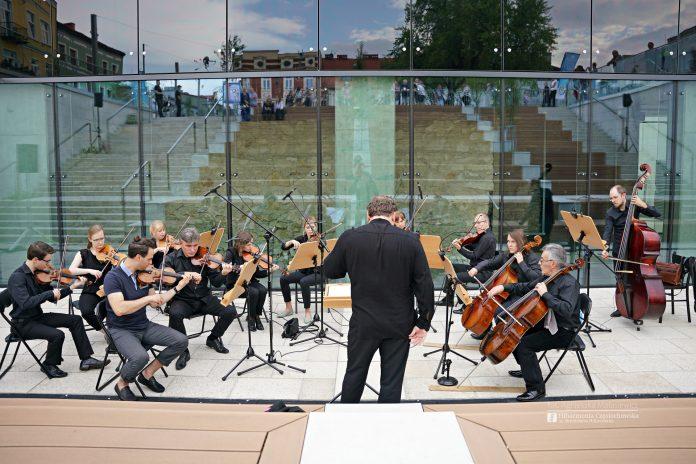 Letni Jurajski Festiwal Muzyczny zainaugurowany! Tak wyglądał koncert na Starym Rynku w Częstochowie [ZDJĘCIA] 16